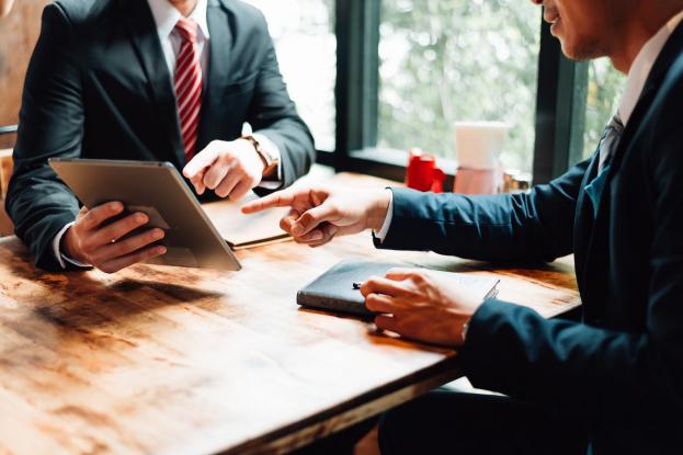 Регистрация юридических лиц и ИП: полезные материалы в КонсультантПлюс